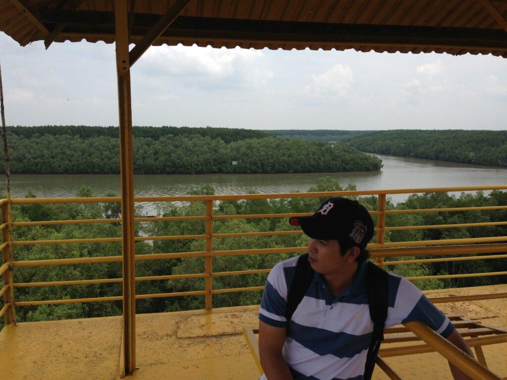 マングローブの巨大な川
