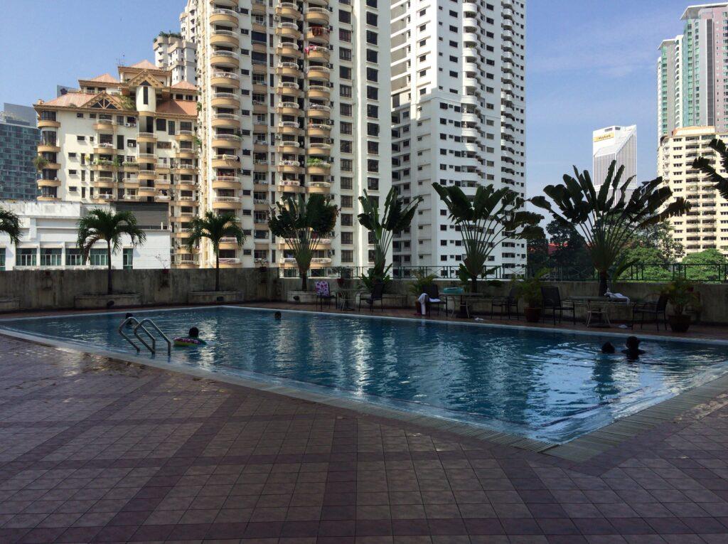 こちらはホテルのプールです