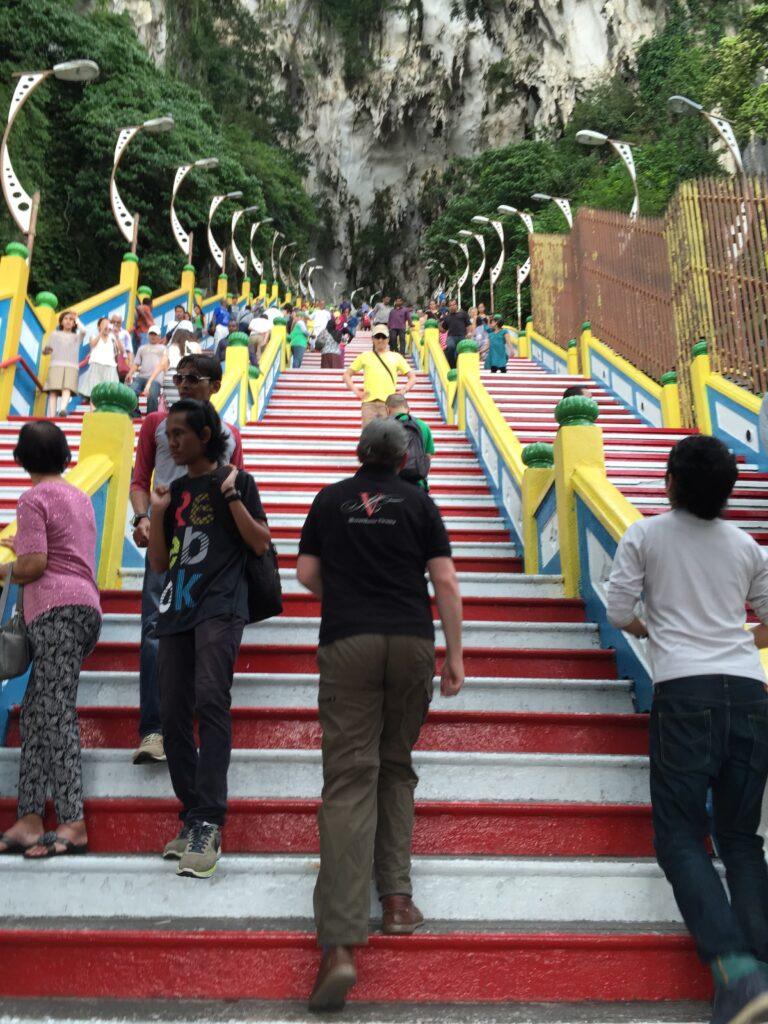 バトゥ洞窟へ向かう長い階段