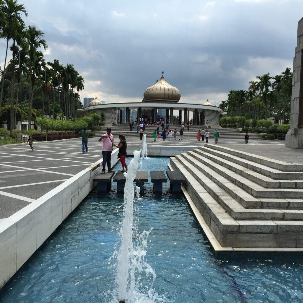 国家記念碑はとても美しい施設