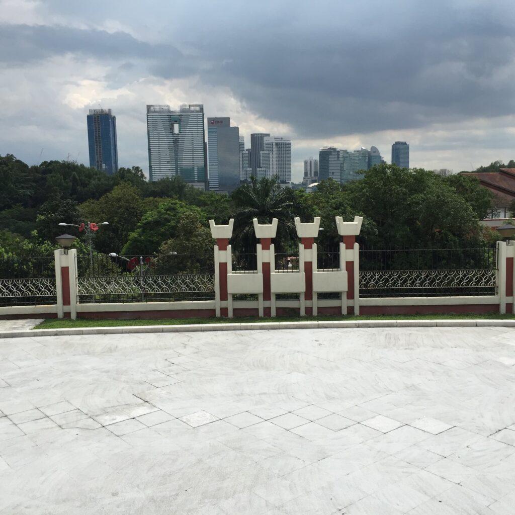 国家記念碑からクアラルンプールの中心エリア