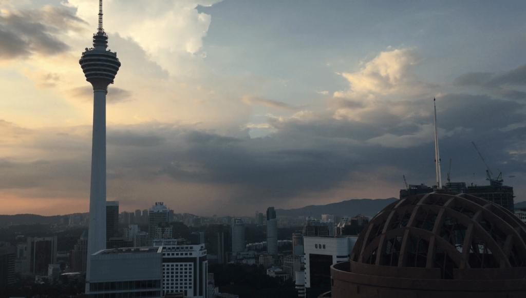 ヘリラウンジバーから見るKLタワー